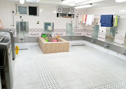 양로원 목욕탕 및 세탁실 이미지